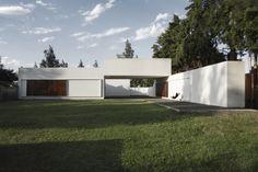 Híbrido latinoamericano recomendados arquitectura argentina Sip House, Casa Patio, Mansions, House Styles, Outdoor Decor, Home Decor, Google, Fence, Minimalist Architecture