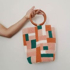 Eva Verbruggen - Textileartist (@hetateliervanevav) • Instagram-foto's en -video's Rico Design, Punch Needle, Handmade Bags, Palm Springs, Bucket Bag, Straw Bag, Needlework, Sewing Projects, Textiles