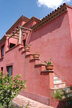 Spanish style homes – Mediterranean Home Decor Spanish Style Homes, Spanish House, Spanish Colonial, Exterior Stairs, Exterior Paint, Exterior Design, Exterior House Colors Combinations, Casa Petra, Fachada Colonial