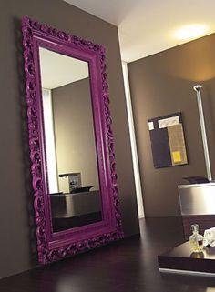 Love the purple mirror! Need the purple mirror. Ah, on that gray wall too. Diy Casa, Purple Mirror, Black Mirror, Home And Deco, Home Living, Luxury Living, Living Rooms, Home Interior, Luxury Interior