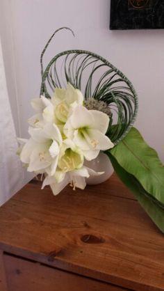 Amaryllis en bouquet Bouquet, Wreaths, Home Decor, Projects, Decoration Home, Room Decor, Bouquets, Interior Decorating, Floral Arrangements