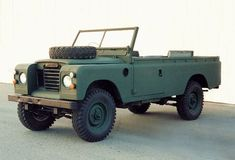 Land Rover 109 Serie III soft top Wolf style. Nice