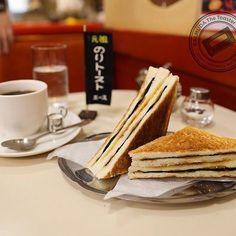 """神田:レトロな雰囲気がたまらない日本ならではの喫茶店。そんな喫茶店が誇る""""名物""""をご存知ですか?ホットケーキやフレンチトースト、クリームソーダと食べ物から飲み物まで様々あります。今回はそんな""""名物""""のある東京の名喫茶を厳選してご紹介します。味はもちろん、見た目も喫茶店らしく思わず写真を撮りたくなること間違いなし!"""