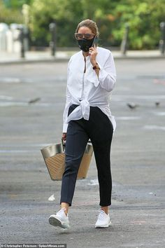 Coordinated: Fashion influencer Olivia Palermo showed her style credentials as she paired ... Olivia Palermo Street Style, Olivia Palermo Outfit, Olivia Palermo Lookbook, Black Jeans Outfit, Black Slacks, Blue Trousers, Fall Capsule Wardrobe, Crisp White Shirt, Matches Fashion