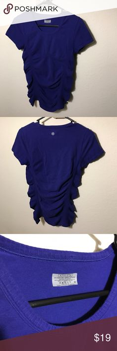 Athleta Royal Blue Tee Gently used Athleta Royal Blue Tee. Very stretch and form fitting! Athleta Tops Tees - Long Sleeve