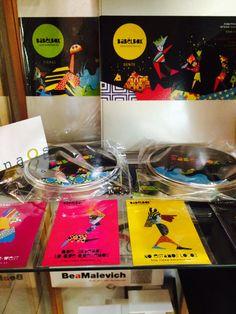 BABELBOX en Naos libros (Calle Quintana nº 12 Madrid) http://www.naoslibros.es/  HAZ FELIZ A ALGUIEN ESTAS NAVIDADES. REGÁLALE BABELBOX, EL JUEGO SIN REGLAS!  #babelbox #tangram #artemagnetico #puzzles #rompecabezas #creacion #decoracion #decoracionmural #juegoseducativos #juegosmagneticos #juegoscreativos #educar #imaginar #libertadcreativa #juegosinreglas #naoslibros