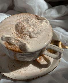 Cream Aesthetic, Aesthetic Coffee, Aesthetic Food, Aesthetic Roses, Aesthetic Images, Coffee Today, Coffee Break, Cute Food, Good Food