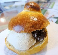 Brioche Con Gelato~ This is eaten for breakfast in Sicily. Warm fresh baked sweet brioche roll, sliced, and filled with gelato. Italian Cooking, Italian Recipes, Gelato, Italian Biscuits, Italian Street Food, Brioche Rolls, Chocolates, Freshly Baked, Sweet Bread