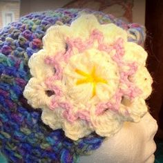 Summer Romance Crochet Flower - love this cute crochet flower that's perfect for crochet hats!