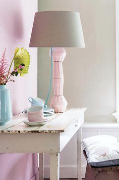 DIY lamp #mugs #cups #lamp - Zelfmaakidee: Lampvoet #mokken #kpjes #lamp Kijk op www.101woonideeen.nl