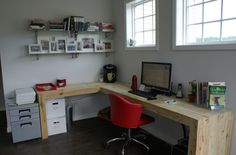 I like the long, L-shaped desk