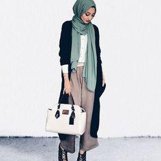 Modest yet chic! Love it @zahrahgram | #themodestymovement