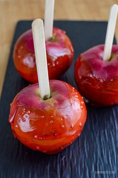 Deliciously Sweet & Sticky Low Syn Toffee Apples. Indulge the 5-year-old inside you with this crunchy, caramel treat!