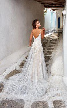 Cute Wedding Dress, Wedding Dress Trends, Best Wedding Dresses, Designer Wedding Dresses, Bridal Dresses, Wedding Ideas, Wedding Decorations, Different Wedding Dress Styles, White Dress For Wedding