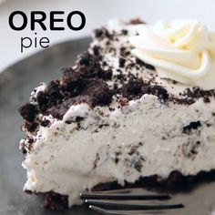 No Bake Oreo Pie with Chocolate Graham Cracker Crust NO BAKE OREO PIE This is one of our most popular pie recipes and it's an easy pie recipe! Who wants a slice of no bake oreo pie with chocolate graham cracker crust? Oreo Pie Recipes, Easy Pie Recipes, Sweet Recipes, Baking Recipes, Dessert Recipes, Party Recipes, Easter Recipes, Recipes Dinner, Oreo Dessert