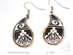 Earrings: Turkish designed, drop-style Color: Black background, white & gold Anatolyan pattern, gold rim Shape: Teardrop Weight: 4 g Dimension: 2 x cm Materials: Hand painted copper Turkish Design, Copper Jewelry, Black Backgrounds, Arts And Crafts, Jewelry Design, White Gold, Hand Painted, Drop Earrings, Pattern