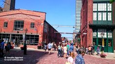 Toronto - Top 10 Things to do in the Distillery District - clothes shopping// galleries and art installations// boutiques // restaurants and cafes