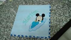 Fralda azul 100%co com Mickey Mouse paraa o bebé Martim, com crochet