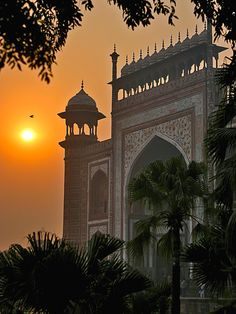 Amanece of Taj Mahal in India Taj Mahal, Places To Travel, Places To Visit, India Architecture, Ancient Beauty, Construction, Architectural Features, Incredible India, Mosque