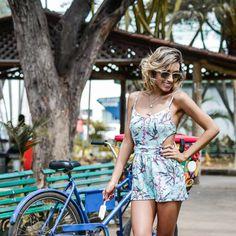 LOOK SLY - Camila Milagres com macaquinho estampado do Alto Verão 2017