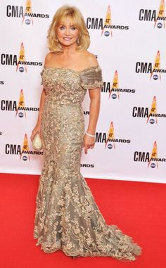 Barbara mandrell Country Girls, Country Music, Cma Awards, Country Artists, Female Stars, Formal Dresses, Lady, People, Fashion