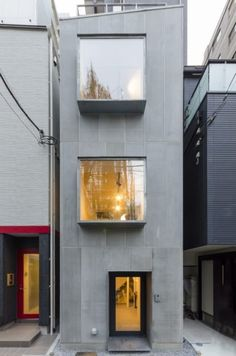 素材、工法、設備にこだわりの工夫都心の狭小地で快適に暮らす | 100%LiFE Narrow House Designs, Narrow House Plans, Simple House Design, House Front Design, Building Design, Building A House, Japanese Apartment, Modern Japanese Architecture, Model House Plan