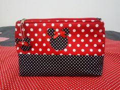 Baby Mickey, Mickey Minnie Mouse, Disney Diy, Disney Crafts, Zipper Bags, Zipper Pouch, Fab Bag, Pouch Pattern, Vide Poche