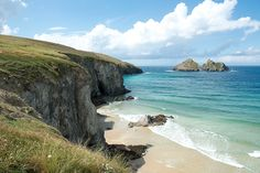 Water temperature off #Devon and #Cornwall hotter than #California as it hits seven-year high! Have you ditched the wetsuits this summer? http://www.johnfowlerholidays.com/foxy-blog/south-west-sea-temperature-trumps-california