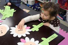 Matching number of petals, to digit, to number sight word. Great spring reinforcement of skills! www.frozenintime81.blogspot.com
