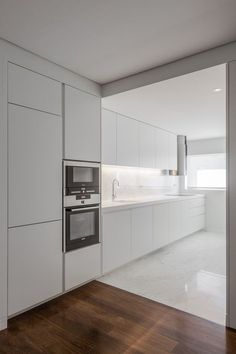 10 Inspiring Modern Kitchen Designs – My Life Spot Kitchen Inspirations, Home Decor Kitchen, Kitchen Cabinets, Diy Kitchen Storage, Kitchen Decor, Finish Kitchen Cabinets, White Modern Kitchen, Home Kitchens, Minimalist Kitchen