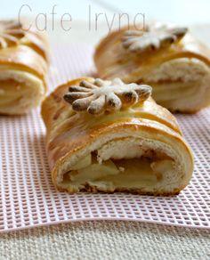 Яблочные пироги-хит осеннего сезона.         Рецепт традиционный,пирог сделан ввиде рулета и еще теплый порезан на порции
