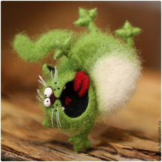 by Diana Latisheva - Felt Cat Felt Mouse, Felt Cat, Needle Felted Animals, Felt Animals, Wet Felting, Needle Felting, Felt Brooch, Cat Crafts, Felt Hearts