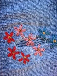 - Gumbo Lily: Mending li'l jeans… Source by - Sashiko Embroidery, Hand Embroidery Stitches, Embroidery Patterns, Sewing Patterns, Hand Stitching, Beginner Embroidery, Broderie Simple, Diy Broderie, Broderie Anglaise Fabric