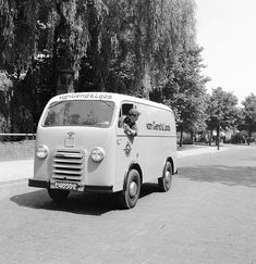 Lion Toys, Vans, Commercial Vehicle, Vw Bus, Cars And Motorcycles, Recreational Vehicles, Vintage Cars, History, Classic
