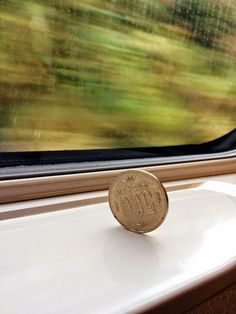 Inside the Japanese Bullet Train, Shinkansen, it's so smooth that even a coin remains standing!