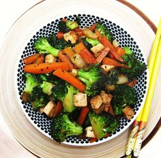 Yummy Salty ↠ poêlé de tofu, brocolis et carotte Vegetarian Recipes, Cooking Recipes, Healthy Recipes, Clean Eating, Healthy Eating, Healthy Food, Recovery Food, Vegan Meal Prep, Food Goals