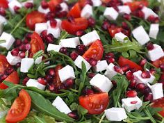 Summer Spinach Strawberry Salad - gorgonzola, bacon, pecans, dried cranberries topped with a sweet balsamic dressing Fruit Dressing, Salad Dressing Recipes, Salad Recipes, Salad Dressings, Yummy Recipes, Dinner Recipes, Yummy Food, Spring Salad, Summer Salads