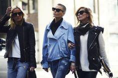 Fashion in the streets of London Porque los 80´s nunca se fueron, las perfecto rockeras se reinventan con chalecos sin mangas y se lucen sobre prendas cálidas de punto. Son los nuevos 80´s.