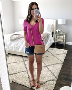 Simple Spring casual look | Pink tee outfit
