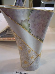 View topic - More Photos from the Victorian girls' work in Sydney Painted Vases, Painted Porcelain, Porcelain Vase, Hand Painted, Blue Pottery, China Painting, Clay Crafts, Decoupage, Projects To Try