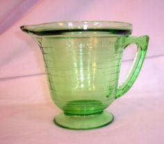 Vintage T & S Handimaid Depression Glass Measuring Cup 2cup  Pint Vaseline? nice