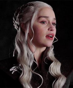 Mother of dragons Game Of Thrones Facts, Got Game Of Thrones, Game Of Thrones Funny, Emilia Clarke Daenerys Targaryen, Game Of Throne Daenerys, Diy Tattoo, Tattoo Ideas, Game Of Thrones Wallpaper, The Mother Of Dragons