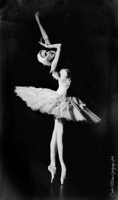"Alina Somova, ""Dying Swan"", Mariinsky Ballet (2014)© Sasha Gouliaev"