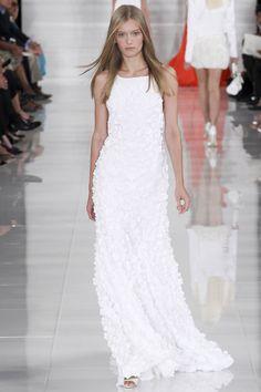 Les robes blanches de la Fashion Week printemps-été 2014: Ralph Lauren http://www.vogue.fr/mariage/inspirations/diaporama/les-robes-blanches-de-la-fashion-week-printemps-ete-2014/15627/image/870725#!mariage-les-robes-de-mariee-de-la-fashion-week-ralph-lauren                                                                                                                                                                                 Plus