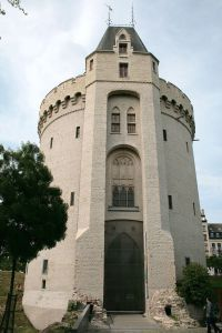 Visitez la magnifique Porte de Hal à Bruxelles. Vous serez étonnés. Petite collection médieval et histoire de la ville de Bruxelles.