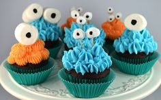 Sweetology: Bug-Eyed Monster Cupcakes!!