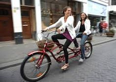 Tijdens de Tandem Tour Amsterdam stappen jullie op een onvervalste tandem om de Amsterdamse binnenstad onveilig te maken!