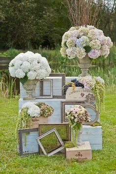 Shabby Chic Wedding Decor, Bohemian Wedding Decorations, Wedding Reception Decorations, Rustic Wedding, Empty Frames Decor, Flower Shop Design, Deco Floral, Rustic Theme, Wedding Pinterest