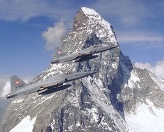 Two Swiss Air Force Tiger II's flying by the Matterhorn! Fighter Aircraft, Fighter Jets, Fun Fly, Swiss Air, Old Planes, Tiger Ii, Aircraft Photos, Zermatt, Creative Pictures