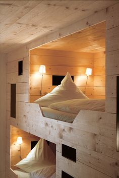 Rustic wood paneled bunk room with built-in bunks featuring cut out steps and beds with individual sconce lighting. Bunk Beds Built In, Bunk Beds With Stairs, Cool Bunk Beds, Kids Bunk Beds, Country Boys Rooms, Sleeping Nook, Bunk Rooms, Luxury Accommodation, Small Spaces